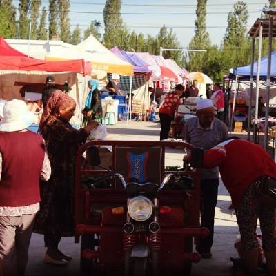 Marché traditionnel dans un village