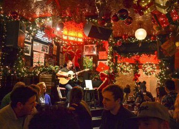 Christmas In Dublin Ireland.Christmas In Dublin Ireland Trees Lights And Nightlife In
