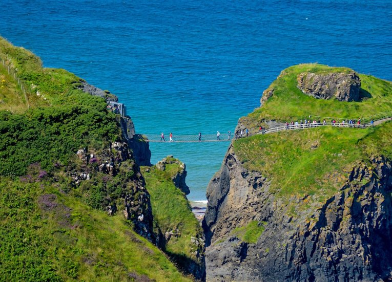 Carrick-a-rede-Rope-Bridge, GIants Causeway Coastal Route, Northern Ireland