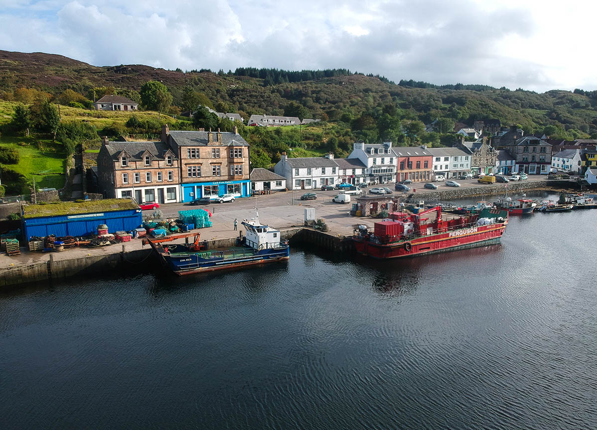 Fishing-Boats-at-Tarbert-Coastal-Town-in-Loch-Fyne-Scotland