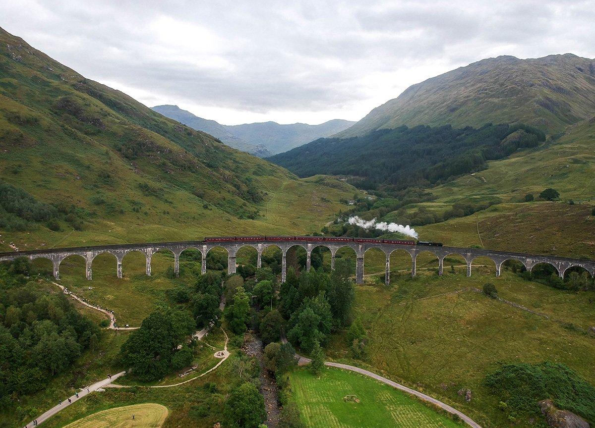 Train-Crossing-Glenfinnan-Viaduct-Harry-Potter-Bridge-on-Scotland-Road-Trip