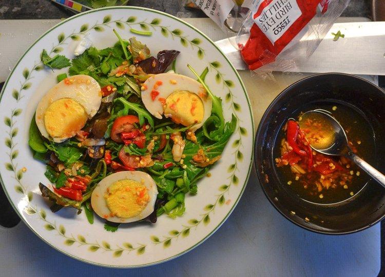 Thai Green Leaf Salad, Asian Vegetarian Recipes for a Veggie Diet Challenge
