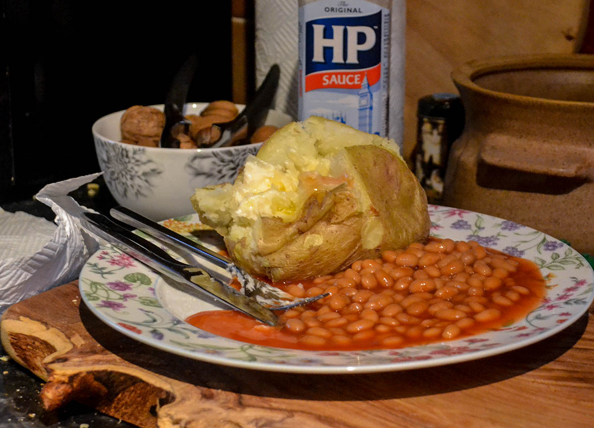 Baked Potato and Beans, Vegetarian Challenge. Eating Vegetarian Food for a Week