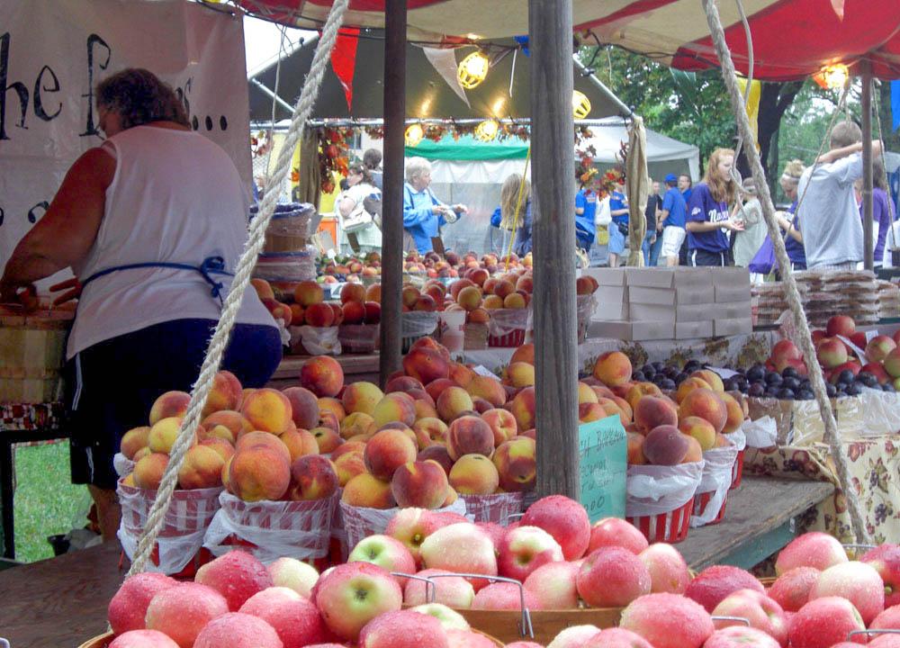 Road trips from New York to niagara-lewiston-peach-festival-peaches