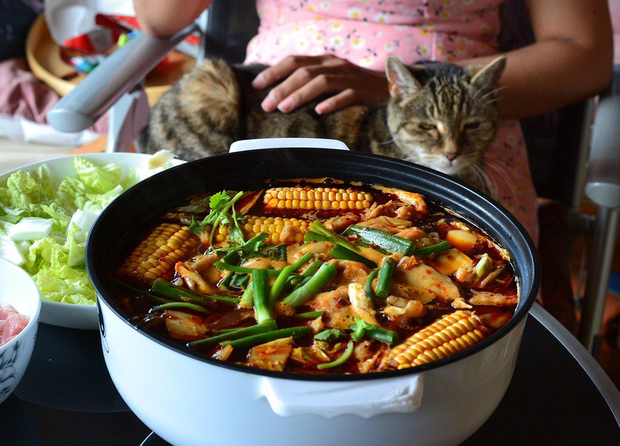 De Zhuang Sichuan Hot Pot Soup Base UK Delivery