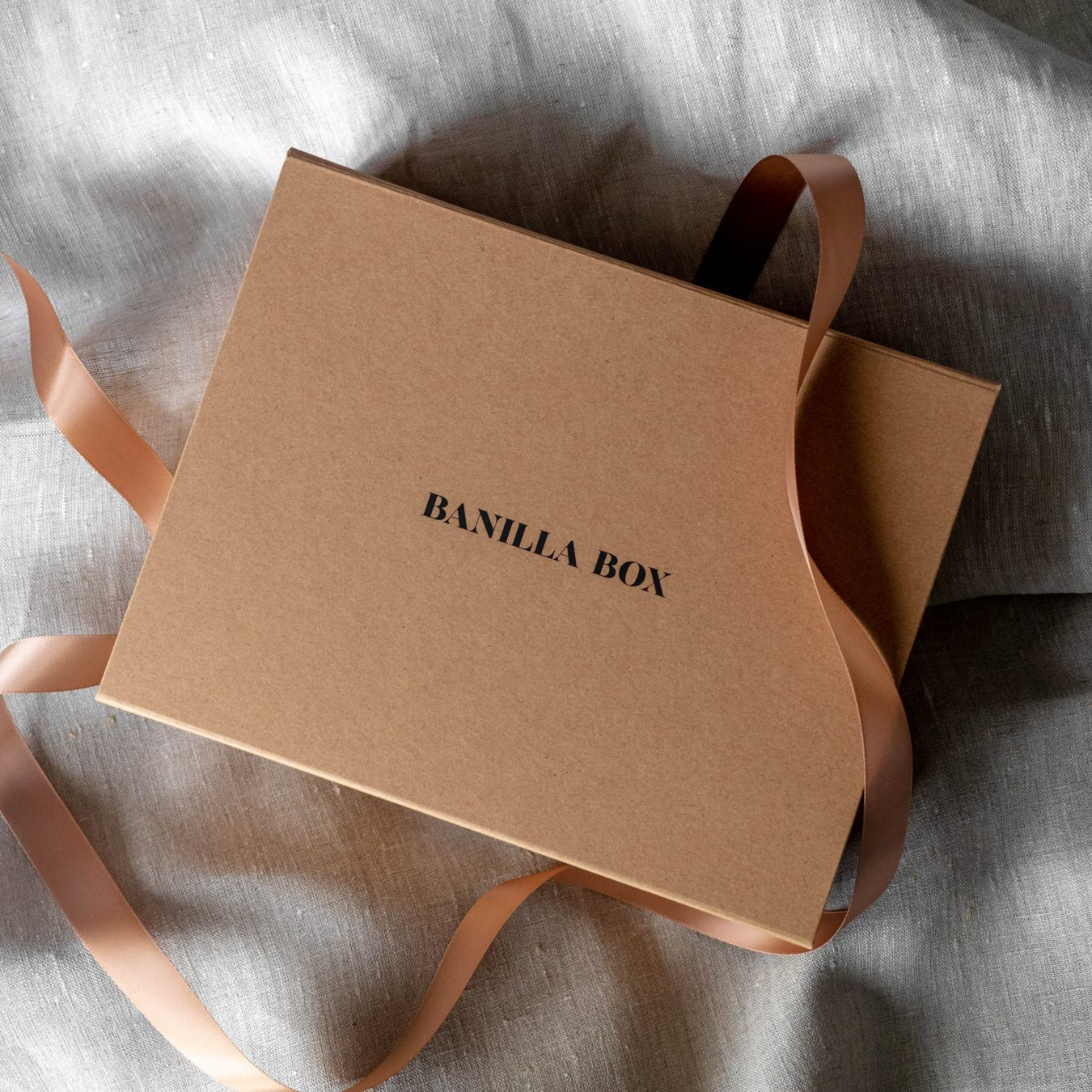 Banilla Box Kraft keepsake box with gold ribbon