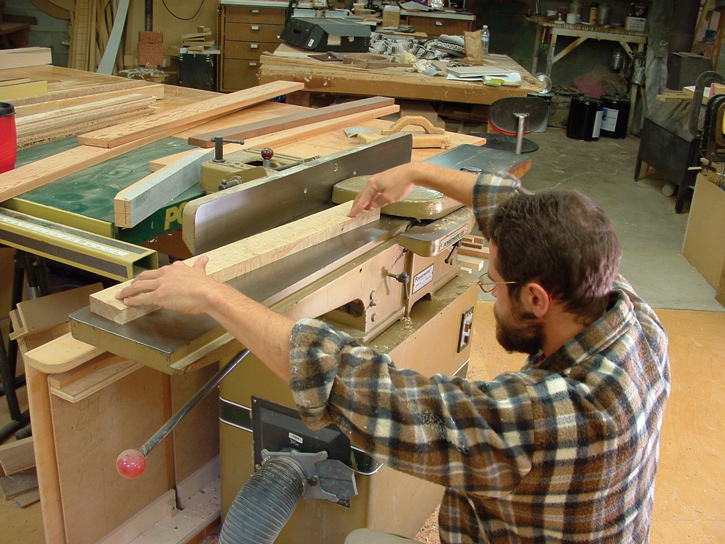 testing-trueness-against-jointer-bed