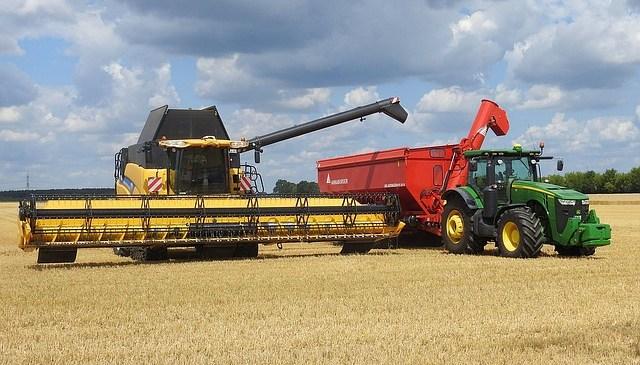 Metody finansowania zakupu maszyn rolniczych – kredyt i leasing