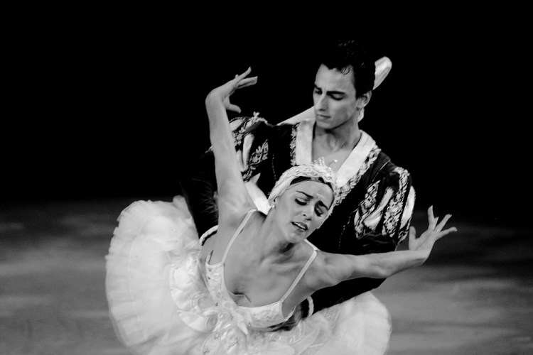 Daniel Sarabia and Patricia Delgado. Swan Lake Pas de Deux at Miami City Ballet