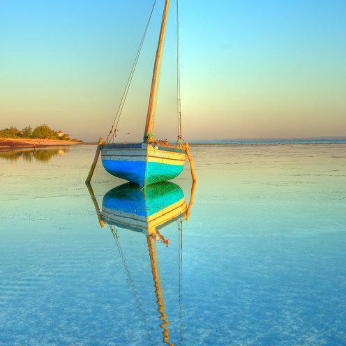 dhow-in-paradise-93350570