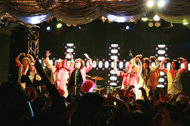 ダイアモンド☆ユカイさん、湯川れい子さん、エナツの祟りが『YOUNG MAN(Y.M.C.A.)』を熱唱