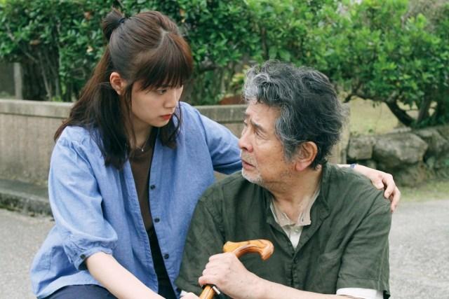 映画『おもいで写眞』の深川麻衣さんと古谷一行さん