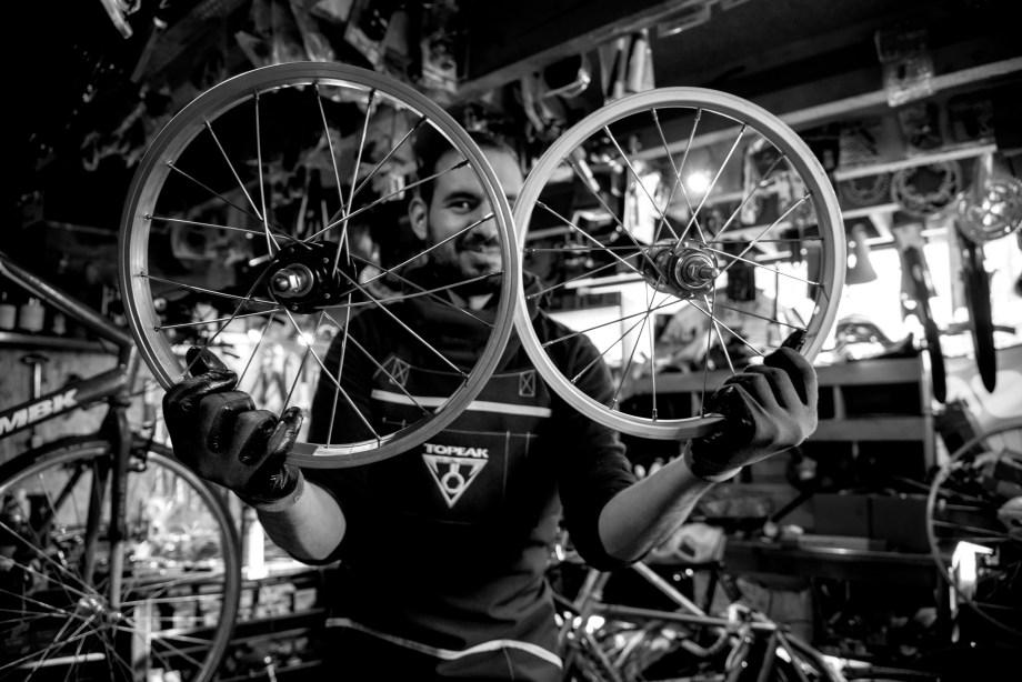 Bike Corner Grenoble, magasin de vélos et de pièces détachées Baptiste Gamby Photographe Grenoble, Portraits, reportage , photographies d'art