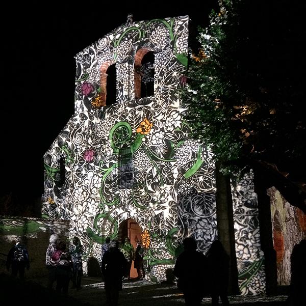 L'église Saint-Martin de Bignac mise en lumière à l'occasion des Sarabandes 2015 par la Cie Chap'de Lune
