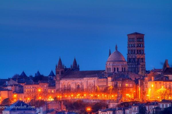 Vue de nuit sur le vieil Angoulême