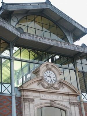 Horloge des halles à Angoulême