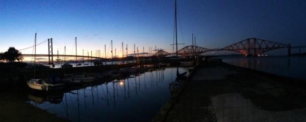 Le port de Queensferry et le Forth Bridge by night