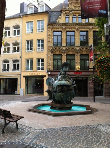 grand-rue-luxembourg-blog-voyage-bar-a-voyages