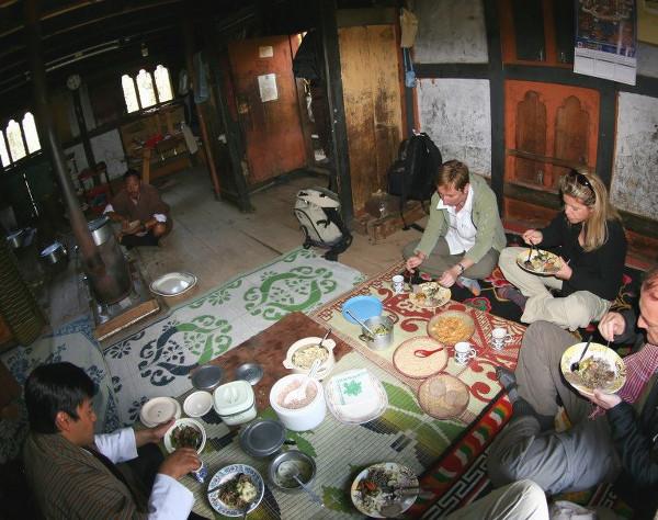 Repas traditionnel chez l'habitant
