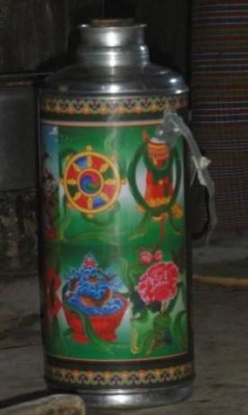 Thermos de thé au Bhoutan - blog Bar à Voyages