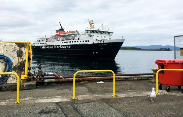 Caledonian MacBrayne Ferry en approche à Oban pour rejoindre Craignure sur l'Île de Mull