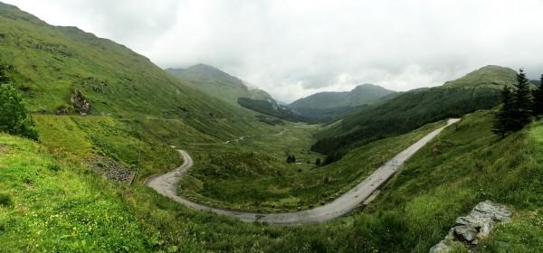 Vue panoramique sur le col entre le Beinn an Lochain et le Beinn Ime - Écosse - Blog Le Bar à Voyages