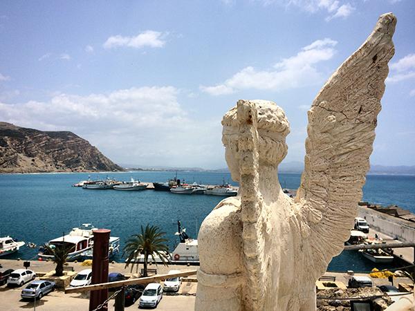 La statue d'Icare sur les hauteurs d'Agia Galini