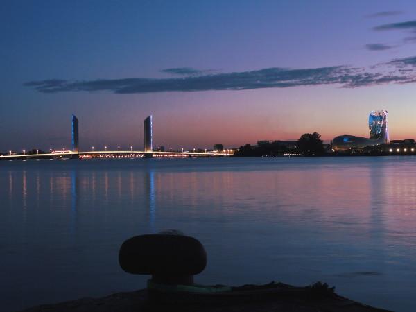 Pont Chaban Delmas et Cité du Vin de nuit