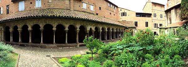 Cloître Saint-Salvi et son jardin des simples