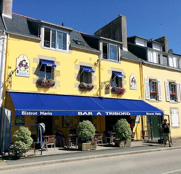 Bar à Tribord, repère de marins à Douarnenez ©Magali Renard / Le Bar à Voyages