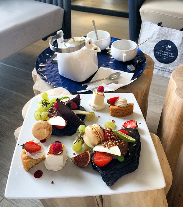 À la Thalasso de Concarneau, on ne badine pas avec le thé gourmand ! ©Magali Renard /Le Bar à Voyages
