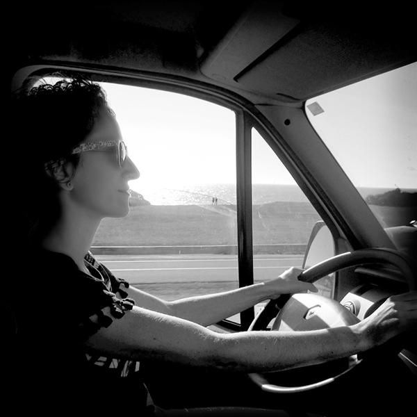 Driving free - Laure au volant ©Spicerabbits