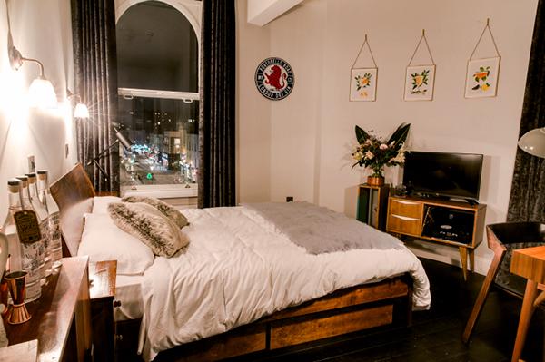 Ambiance chaleureuse pour les trois chambres de l'hôtel ©The Distillery