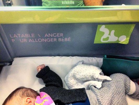 L'espace à langer du TGV est plutôt bien fait