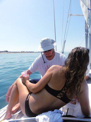 Detente sur le voilier - blog Bar a Voyages
