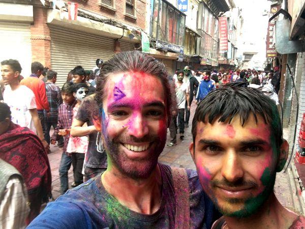 Rencontres hautes en couleurs en Inde à l'occasion de Happy Holi