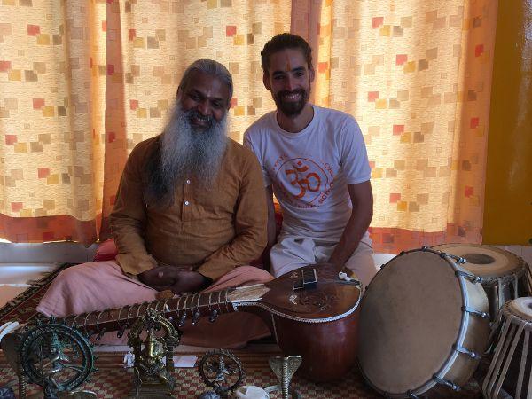 Yoga aux portes de l'Himalaya auprès de Yogi Sivadas
