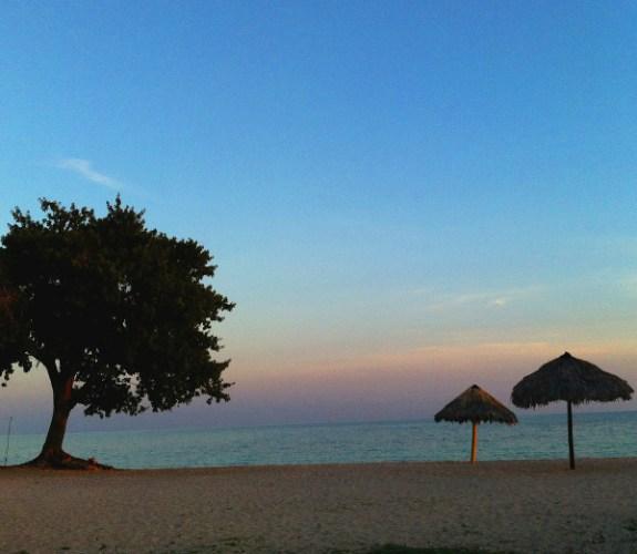 coucher de soleil sur la plage de Trinidad à Cuba