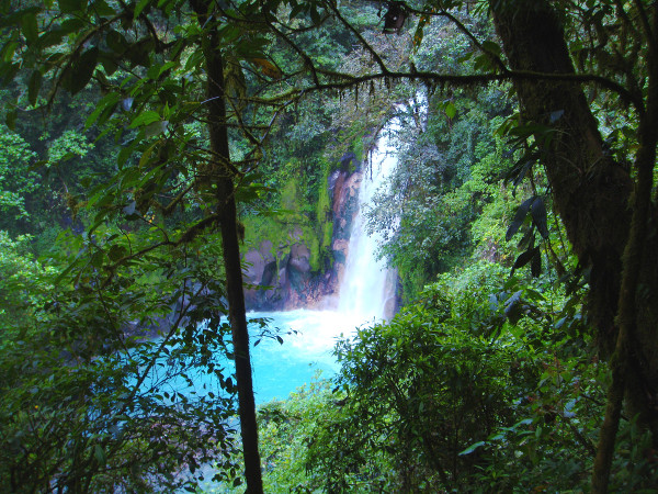 La superbe cascade du Rio Celeste au Costa Rica