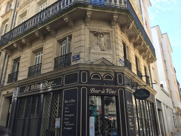 façade d'un bar à vins dans Bordeaux