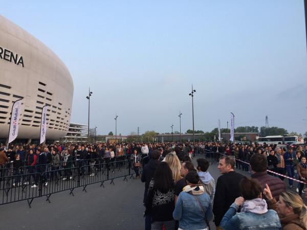 File d'attente devant l'Arkea Arena