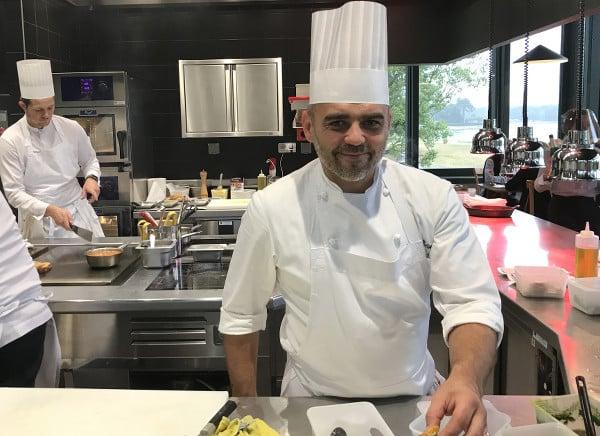 Portrait du Chef Philippe Moreno au restaurant Les Hortensias du Lac à Hossegor