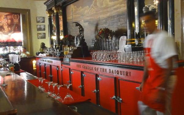 L'intérieur du bar Floridita à La Havane