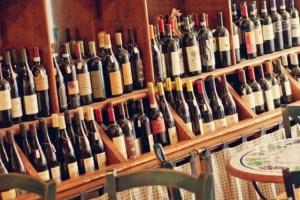 In Italia si consuma meno vino, anche se resistono bar e ristoranti