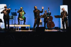 I quintorigo Experience sul palco in una performance live