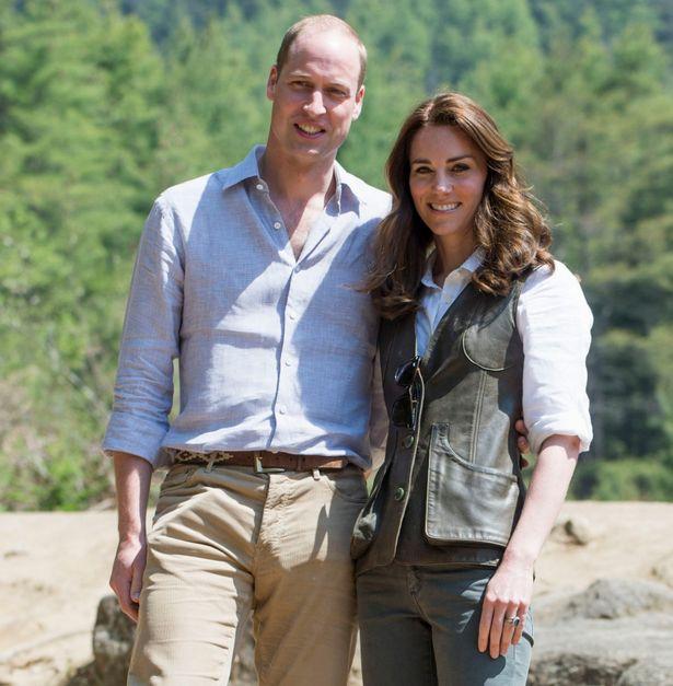 ارتدى كيت والجلود جيركين البرية حقا الأخضر على رحلة لدير النمر عش