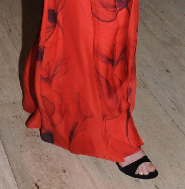 احت خيوط من فضة الأحذية كيت من تحت ملابسها