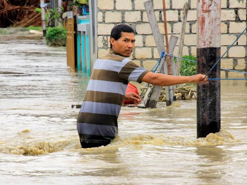 الفيضانات في إندونيسيا تترك 79 قتيلاً على الأقل