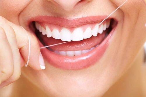 عن طريق الفم النظافة-اليمين