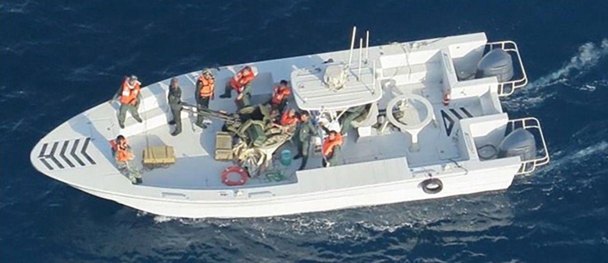 صورة صادرة عن البحرية الأمريكية يُزعم أنها مرتبطة بالهجمات على ناقلتين نفطيتين في خليج عمان ، 17 يونيو 2019